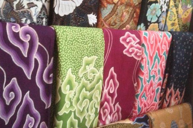 Motif Mega Mendung merupakan salah satu motif khas batik Cirebon.
