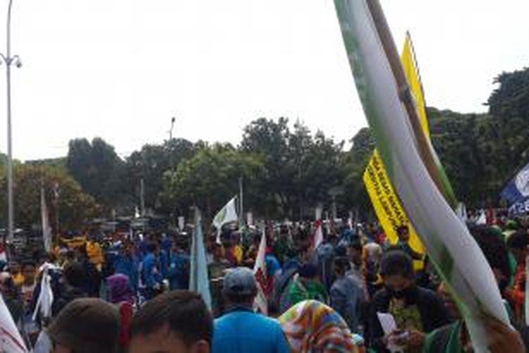 Ratusan mahasiswa padati depan Istana Negara, Kamis (21/5/2015).