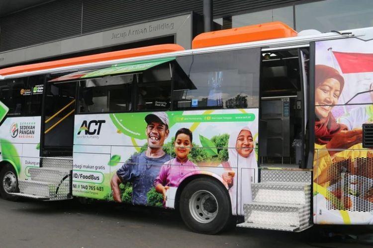 Unit food bus hasil kolaborasi lembaga kemanusiaan ACT dengan karoseri Laksana