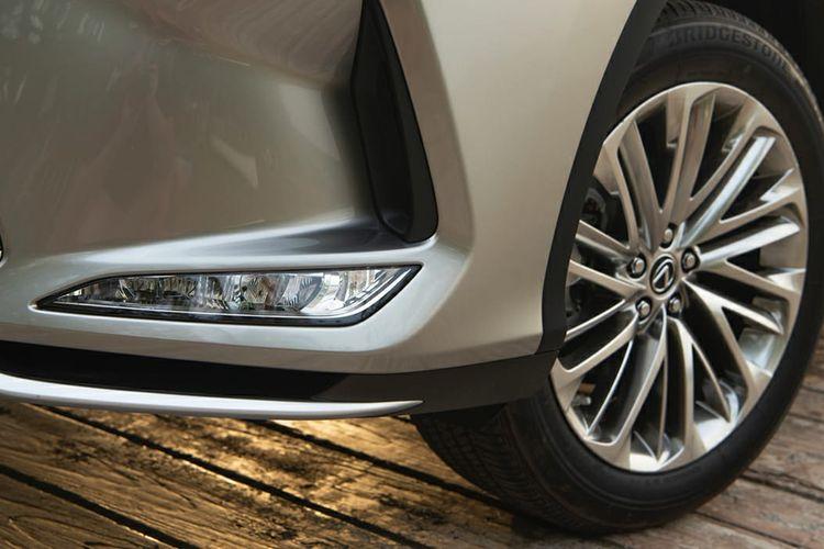 The New Lexus RX 300 memiliki detail tampilan yang berbeda pada sisi eksterior