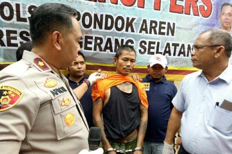 Polsek Pondok Aren mengkap IH, preman yang sebelumnya memukuli seorang pria bernama Fahri Dika (24) di Ceger Raya, Jurangmangu Timur, Pondok Aren. Pelaku yang melarikan diri ditangkap di jalan Petukangan Utara, Pesanggrahan, Jakarta Selatan, Kamis (21/11/2019).