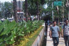 Baru Dibangun Bulan Lalu, Taman Rawa Kebo Penuh Sampah PKL