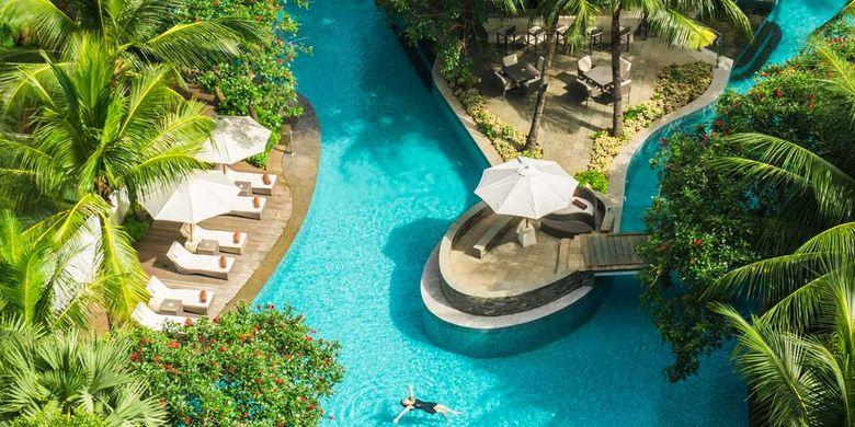 Kolam renang di Double Tree by Hilton Jakarta