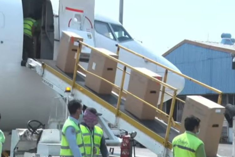 Indonesia sends humanitarian aid in the form of oxygen concentrators to India on Wednesday (12/5/2021).