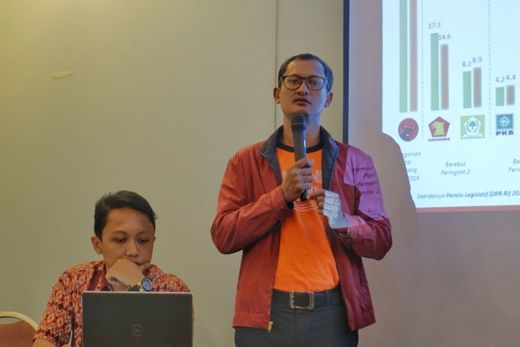 Direktur Eksekutif Alvara Research Center Hasanuddin Ali saat memaparkan hasil survei di kawasan Menteng, Jakarta Pusat, Minggu (27/5/2018).
