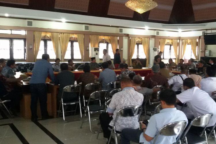 Forum Komunikasi Dewan Presidium pendiri Provinsi Kepulauan Bangka Belitung yang hendak dikukuhkan.