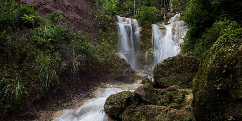 Air Terjun Kembang Soka, Kulon Progo, Yogyakarta yang merupakan salah satu sumber air kolam.