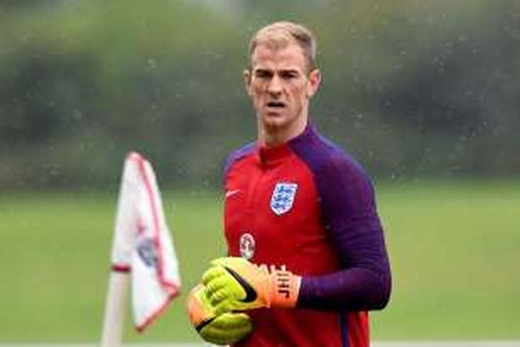 Kiper Torino dan tim nasional Inggris, Joe Hart, menjalani sesi latihan di St George's Park pada 3 September 2016.