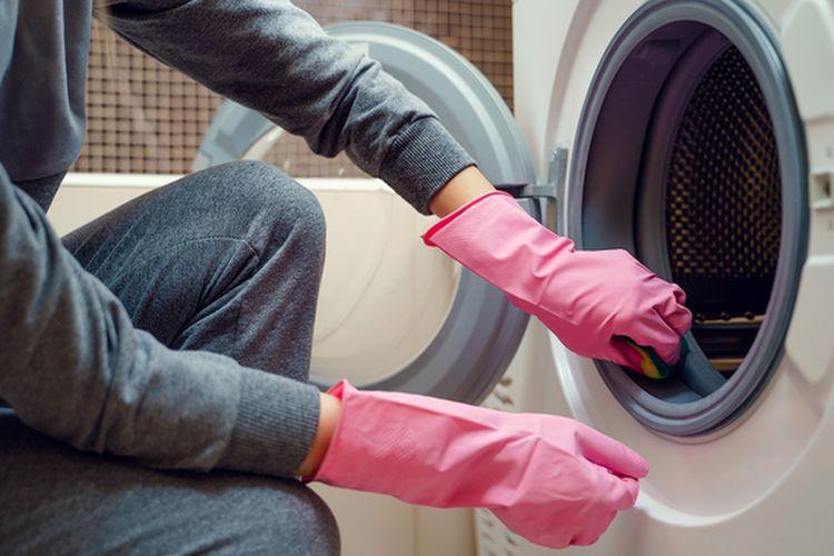 Mencuci mesin cuci.