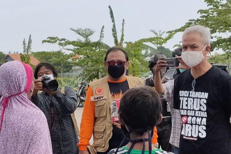 Gubernur Jateng Ganjar Pranowo melihat kondisi warga Kota Tegal yang menjalani karantina di GOR Tegal Selatan, Kota Tegal, Kamis (7/5/2020)