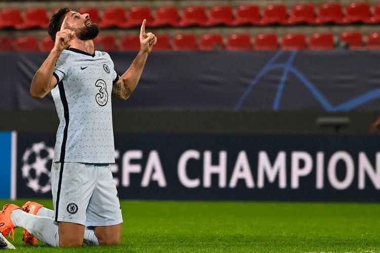 Penyerang Chelsea Olivier Giroud usai mencetak gol kemenangan timnya ke gawang Rennes pada laga matchday empat Grup E LLiga Champions di Stadion Roazhon Park, Rabu (25/11/2020).