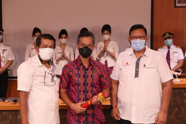 CEO Batik Air Capt. Wisnu Wijayanto (tengah).