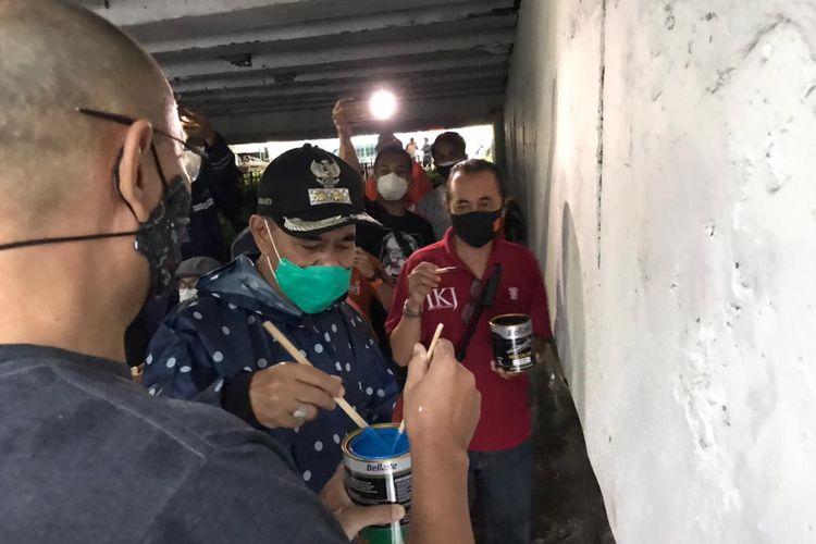 Program Mural Jembatan Pegangsaan menjadi bagian pengabdian masyarat IKJ ditandai dengan penorehan sketsa perdana di kolong Jembatan Pegangsaan, Menteng, Jakarta Pusat, pada Minggu (24/1/2021) secara simbolis oleh (Plh) Wali Kota Jakarta Pusat, Irwandi dan Dekan FSR IKJ, Anindyo.