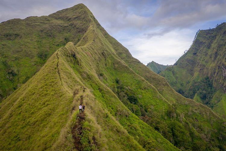 Keindahan alam di puncak Gunung Piramid, Bondowoso, Jawa Timur.