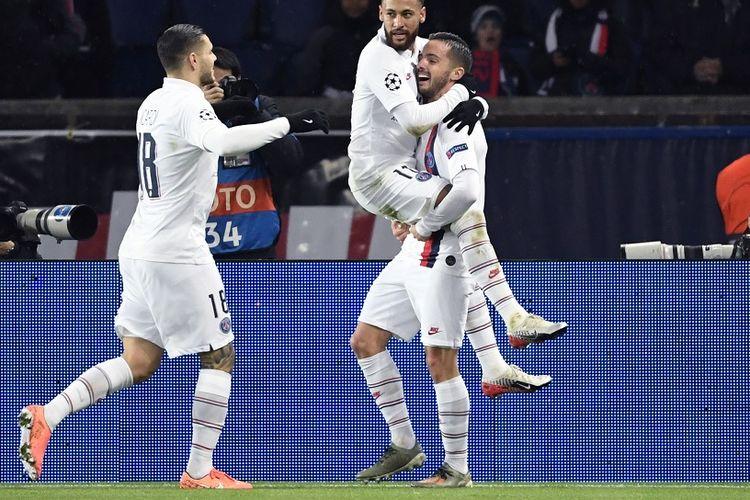 Gelandang Paris Saint-Germain Pablo Sarabia merayakan gol dengan Neymar dan Mauro Icardi dalam pertandingan Liga Champions Grup A antara Paris Saint -Germain PSG vs Galatasaray di Stadion Parc des Princes di Paris pada 11 Desember 2019.