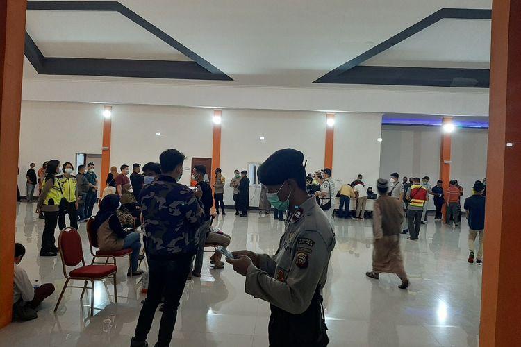 PT Angkasa Pura II (Persero) Kantor Cabang Bandara Internasional Supadio Pontianak siapkan crisis center untuk mendata penumpang pesawat Sriwijaya Airdengan rute Jakarta-Pontianak dinyatakan hilang kontak.