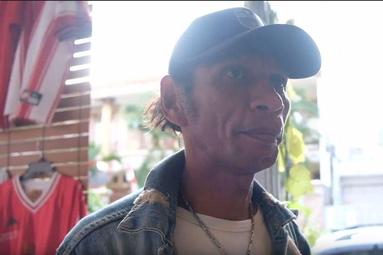 Mantan striker Timnas Indonesia, Rochy Putiray, saat ditemui KOMPAS.com di acara Ngobrol Jersey yang diprakarsai Jerseyforum dan Komunitas Jersey Timnas Indonesia (KJTI) di Jakarta, Sabtu (31/8/2019).