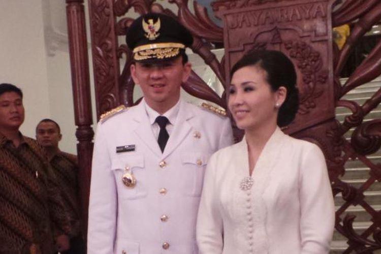 Gubernur DKI Jakarta Basuki Tjahaja Purnama bersama istri, Veronica Tan di Balaikota, Rabu (19/11/2014).