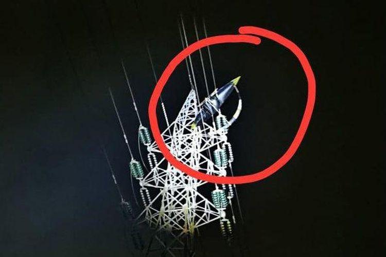 Listrik di sejumlah wilayah di Kabupaten Tulungagung sering padam. Setelah ditelusuri, pemadaman terjadi karena layang-layang yang tersangkut di jaringan kabel PLN.