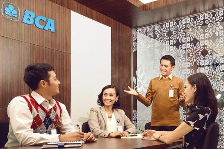 Karyawan Bank BCA.