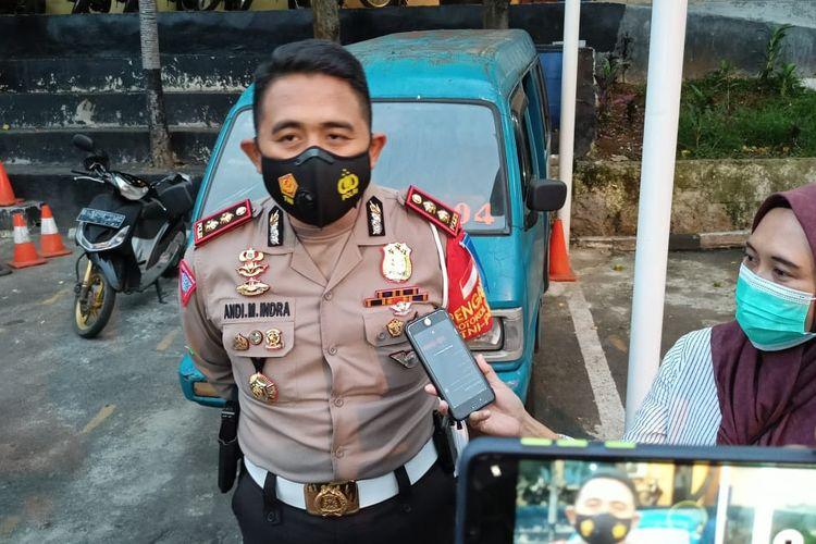 Kasatlantas Polres Metro Depok, AKBP Indra Waspada, memberikan keterangan soal angkot ugal-ugalan yang belakangan diamankan polisi.