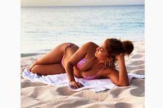 Berbikini Pink, Jennifer Lopez Pamer Tubuh Curvy