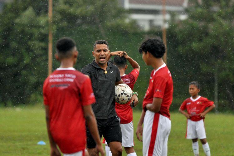 Alberto Goncalves menjadi pelatih tamu JFT Training camp di Agrokusuma Kota Batu, Jawa Timur, Minggu (06/12/2020) sore.