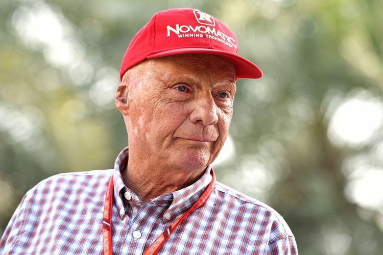 Non-executive Chairman Mercedes, Niki Lauda (Austria), berada di paddocl Sirkuit Internasional Bahrain, Sakhir, pada hari pertama GP Bahrain, Jumat (14/4/2017.
