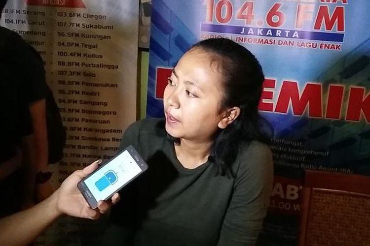 Sekretaris Nasional Perempuan Mahardhika, Mutiara Ika Pratiwi dalam diskusi Polemik di Cikini, Jakarta, Sabtu (7/5/2016).