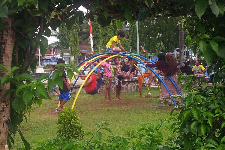 Sejumlah anak di Nunukan menikmati wahana permainan di ruang terbuka Alun-alun Nunukan. Tahun 2017 kasus kekerasan seksual pada anak di Kabupaten Nunukan masih tinggi.