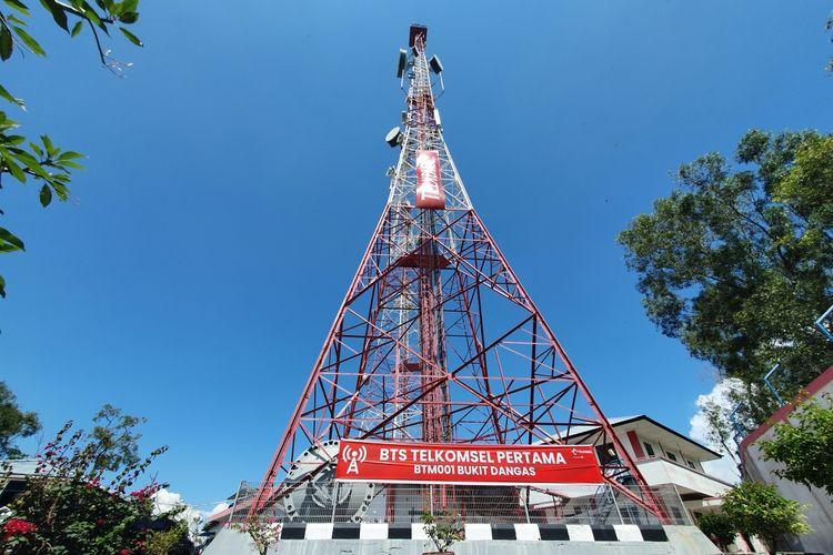 Menara BTS pertama Telkomsel di Indonesia, berada di Bukit Dangas Batam.