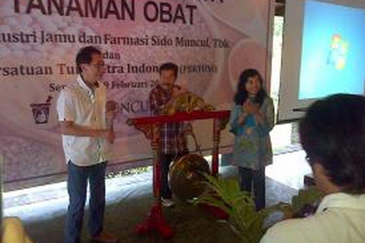 Mohamad (Bob) Hasan, di acara pelatihan budidaya tanaman obat bagi anggota Pertuni kerjasama dengan PT Industri Jamu dan Farmasi Sido Muncul di Bergas, Kabupaten Semarang, Senin (9/2/2015).