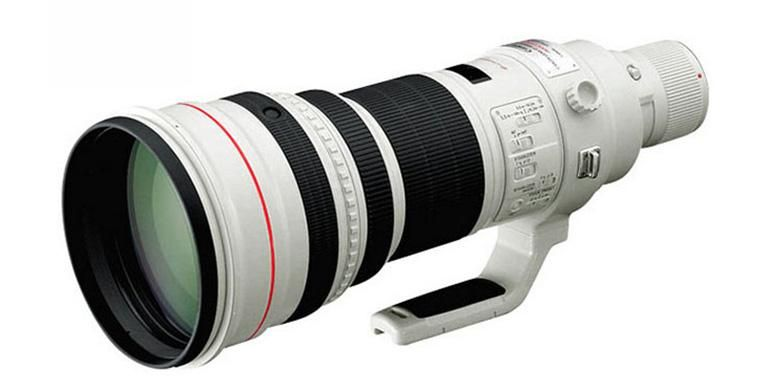 Sebuah model lensa super telephoto dari salah satu pabrikan kamera DSLR. Seperti teleskop, lensa tele untuk kamera bisa berukuran besar dan berat.