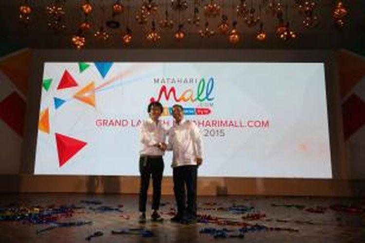 CEO Mataharimall Hadi Wenas (kiri) dan Chairman Mataharimall Emirsyah Satar (kanan)