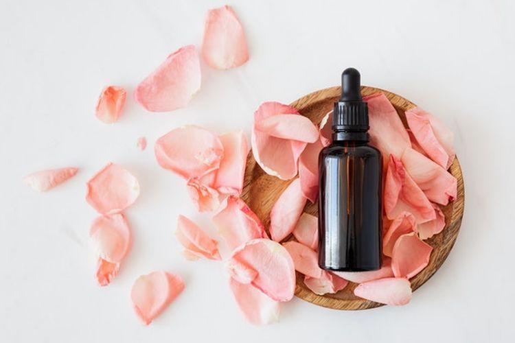 Aroma mawar dapar secara alami memberikan efek menenangkan dan membantu menurunkan tingkat stres sehingga dapat membantu mengatasi masalah susah tidur.
