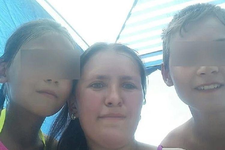 Gulnara Kostelnyuk bersama dua dari lima anaknya. Ibu berusia 31 tahun itu tewas setelah menyelamatkan kelima anaknya dari kebakaran yang melalap rumah mereka.