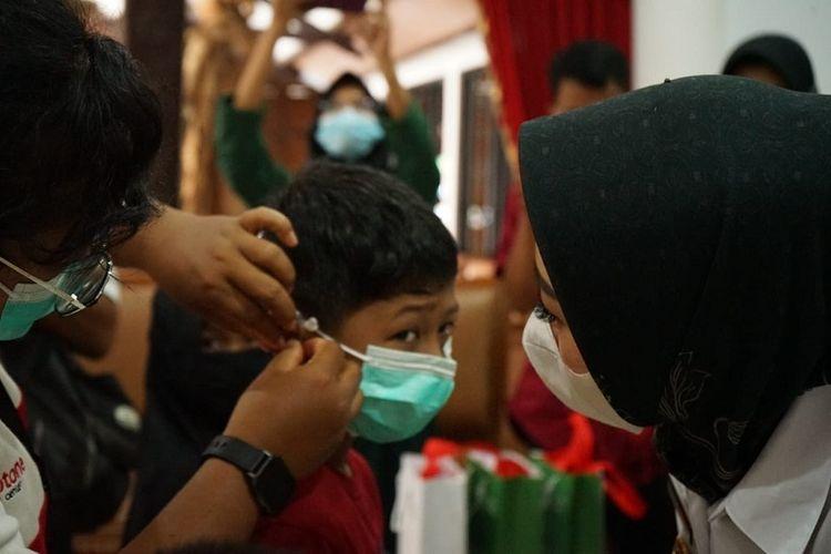 Sejumlah anak tuli di Purbalingga mendapatkan bantuan alat bantu dengar (ABD) dari donatur Dompet Dhuafa, Rabu (3/3/2021). Bantuan tersebut sekaligus sebagai wujud memeriahkan World Hearing Day.