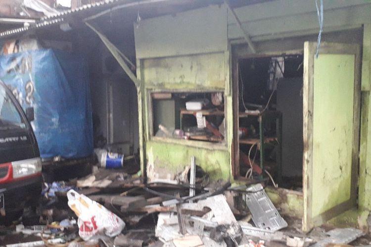 Rumah warga di RT 006 RW 06 Kebon Kosong, Jakarta Pusat, rusak akibat kebakaran pada Selasa (25/12/2018).