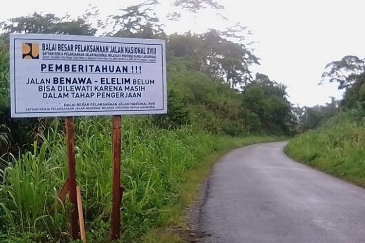 Pembangunan jalan Trans-Papua.
