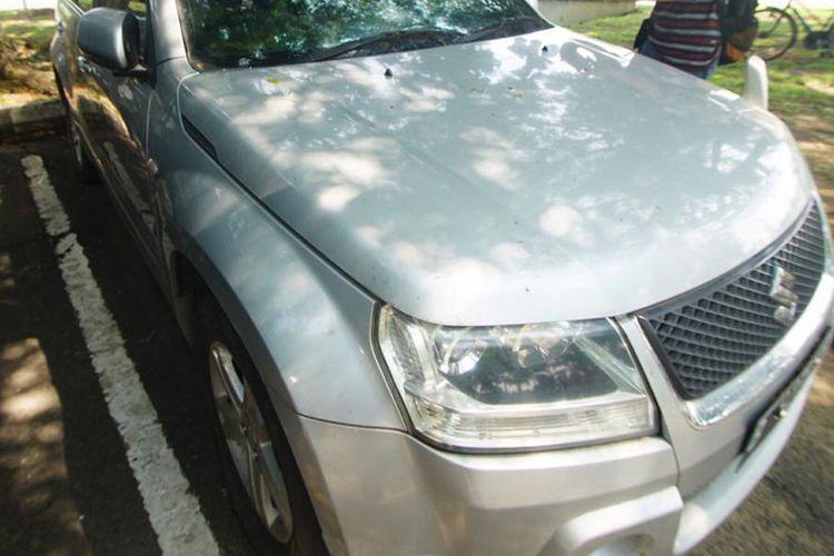 Kondisi mobil yang sudah parkir lebih dari enam bulan di Bandara Adi Soemarmo, Solo. Lamanya waktu parkir membuat tagihan tarif parkir mencapai Rp 10 juta lebih.