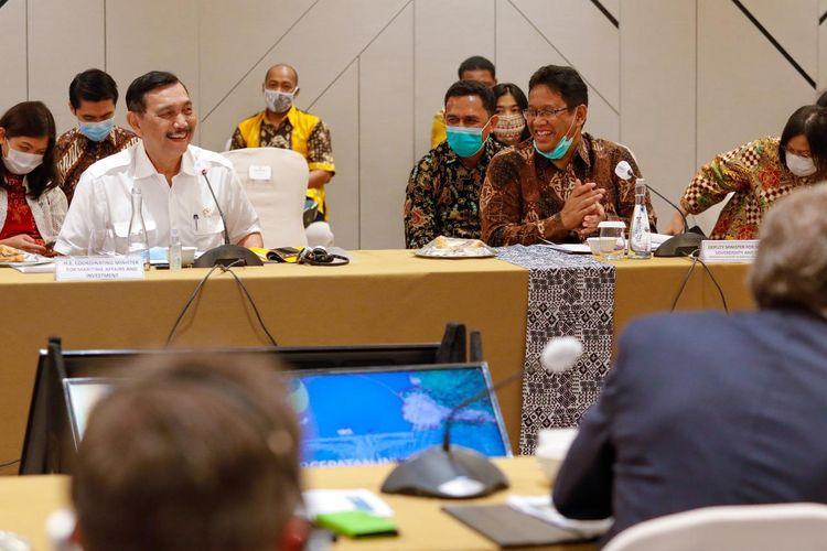 Menteri Koordinator Bidang Kemaritiman dan Investasi Luhut Binsar Pandjaitan mengadakan rapat koordinasi secara fisik bersama Pendiri Perusahaan Bijih Besi asal Australia Andrew Forest, Jakarta, Rabu (2/9/2020).
