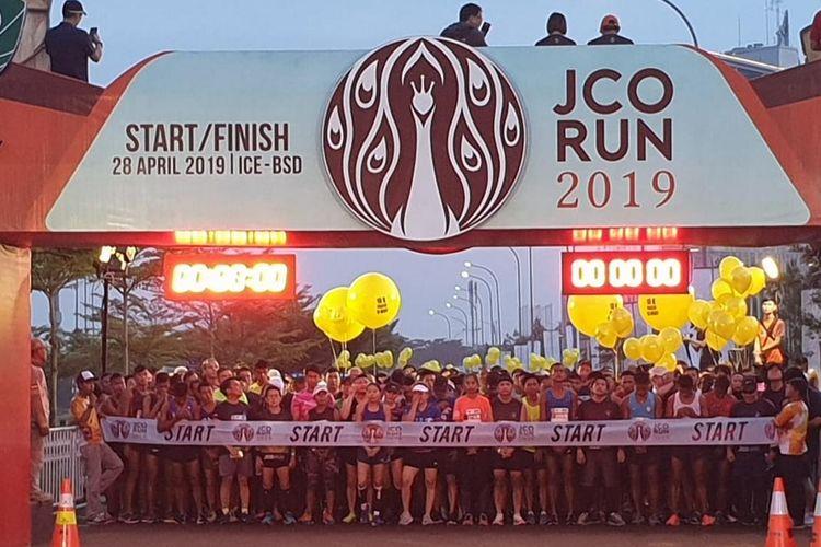Suasana kegiatan J.CO Run 2019 di kawasan ICE BSD pada Minggu (28/4/2019). Pada J.CO Run 2020, kata  Business Development Director J.CO Indonesia Charlie Ernawan, target jumlah peserta dipatok 5.000 orang atau naik 1.000 orang dari pencapaian pada 2019.