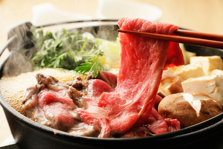 ilustrasi beef sukiyaki.