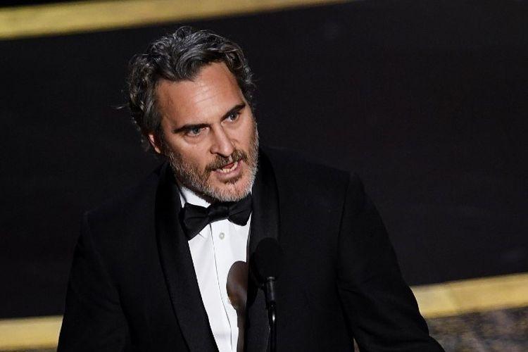 Aktor Joaquin Phoenix meraih penghargaan sebagai Aktor Terbaik Oscar 2020 dalam film Joker. Academy Awards 2020 digelar di Dolby Theater di Hollywood, California, Minggu (9/2/2020).