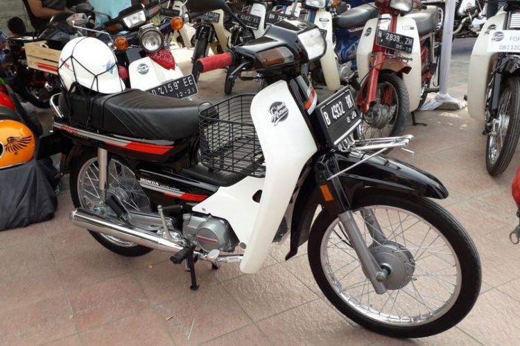 Salah satu sepeda motor Honda Astrea Grand milik anggota CDuck Astrea saat gelaran Otobursa Tumplek Blek 2018 di Kemayoran, Jakarta, Sabtu (21/7/2018).
