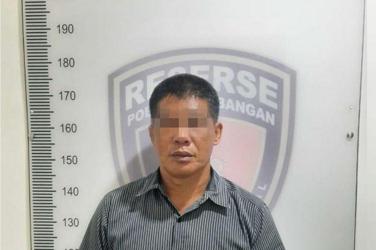 Tersangka pencabulan anak di RPTRA Meruya Utara, berinisial ML (49). ML ditangkap oleh Polsek Kembangan pada 17 Oktober 2020.