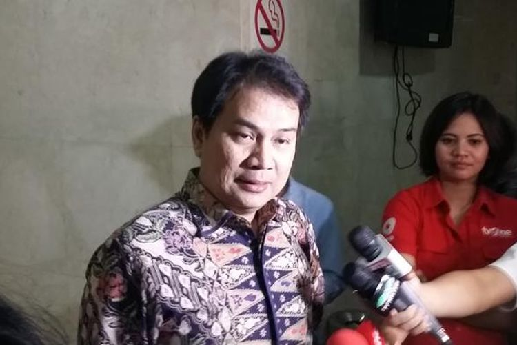 Ketua Komisi III DPR Aziz Syamsuddin, saat ditemui di Ruang Komisi III DPR, Jakarta, Rabu (15/4/2015).
