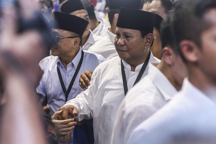Calon Presiden Prabowo Subianto tiba di gedung KPU untuk mendaftarkan dirinya di Jakarta, Jumat (10/8). Prabowo Subianto-Sandiaga Uno mendaftarkan dirinya ke KPU sebagai pasangan calon Presiden dan Wakil Presiden periode 2019-2024.