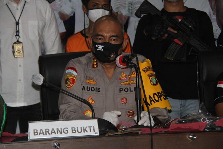 Kapolres Metro Jakarta Barat Kombes Pol Audie S Latuheru dalam rilis kasus penjambretan di Roa Malaka, rilis diadakan di Polres Metro Jakbar, Selasa (5/5/2020)