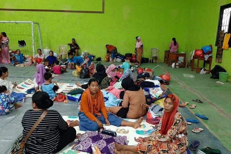 Sekitar 1000 pengungsi banjir bandang, bertahan di Gedung PGRI Kecamatan Sajira, Kabupaten Lebak, Kamis (2/1/2020).
